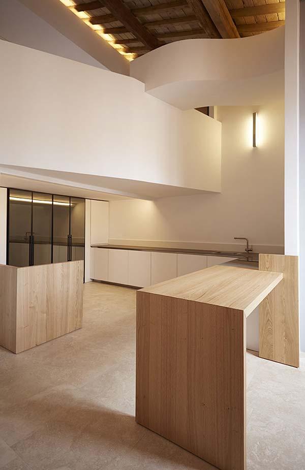 Apostoli loft - a small duplex penthouse loft in Rome