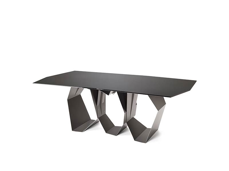 Quasimodo - A sculptural table with unprecedented dynamic styling