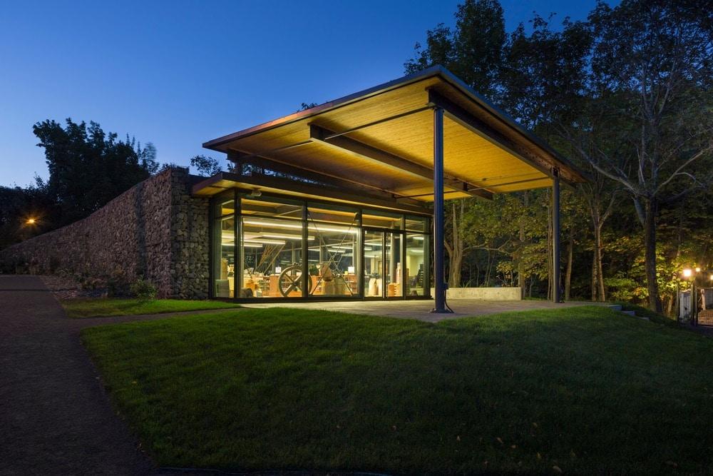 Landscape Pavilion, St-Roch-des-Aulnaies by Anne Carrier architecture
