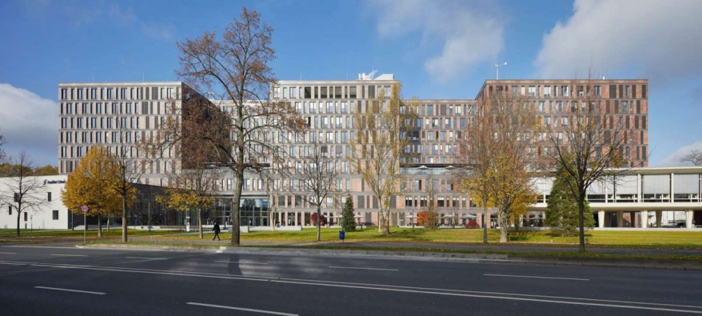 Frankfurt School of Finance & Management by Henning Larsen Architects