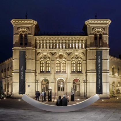 "Snøhetta Designs ""Peace Bench"" for the Nobel Peace Center"