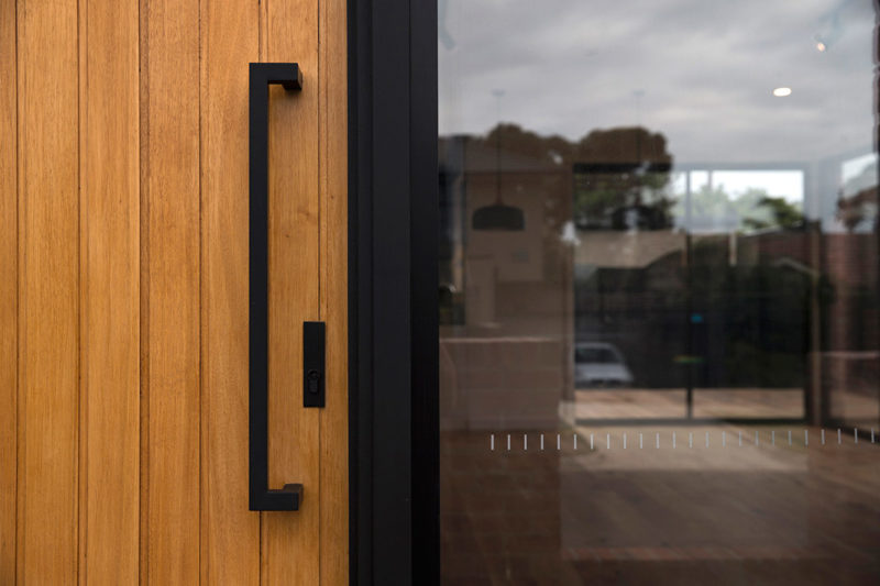 Entry door detail, Brodecky House / Atlas Architects