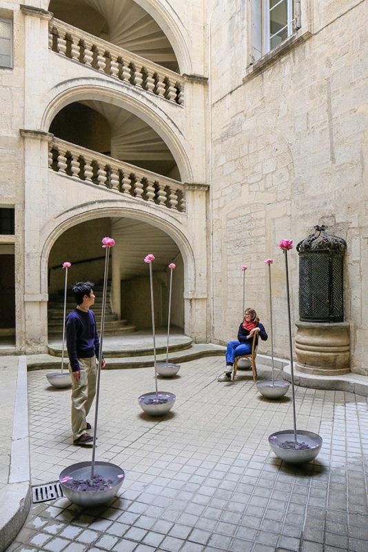 Cour d'eau et de fleurs - Kuma & Elsa - Paris, France