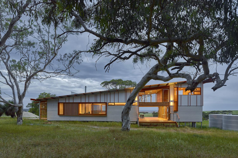 Waitpinga Retreat by Mountford Williamson Architecture