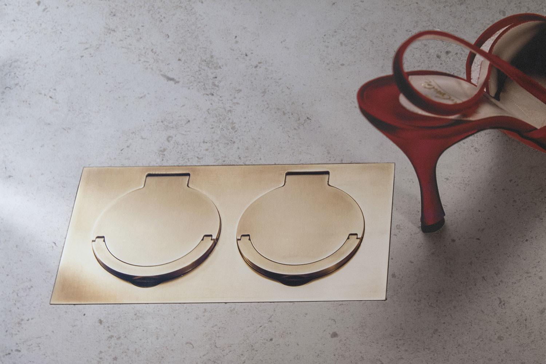 Floor outlet, brass