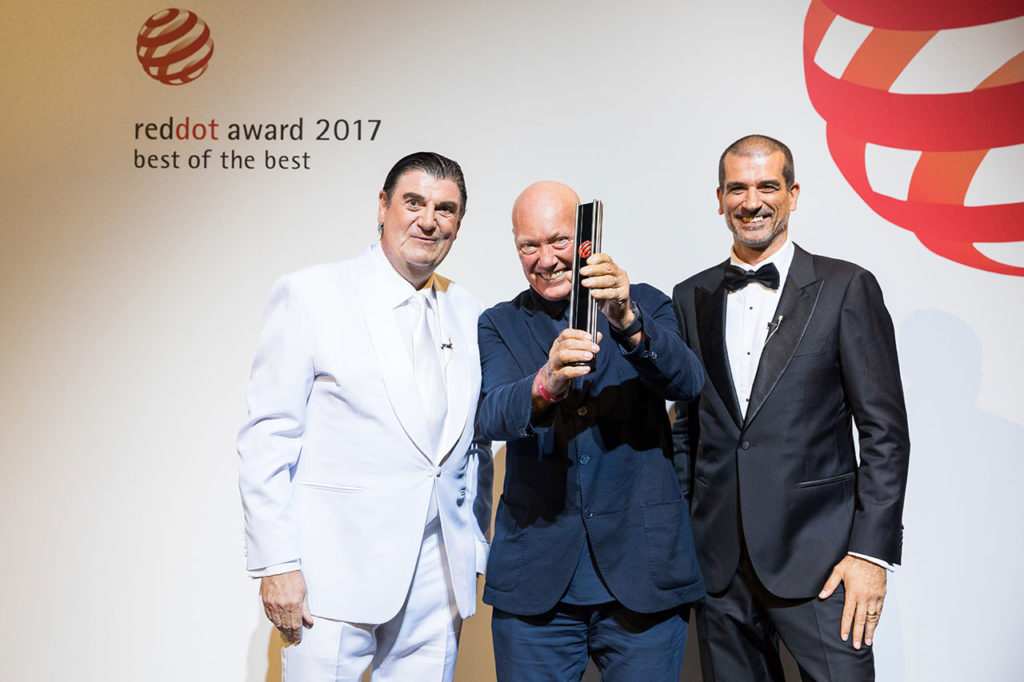 Jean-Claude Biver together with Prof. Dr. Peter Zec (left) and juror Aleks Tatic (right) during the Red Dot Gala 2017