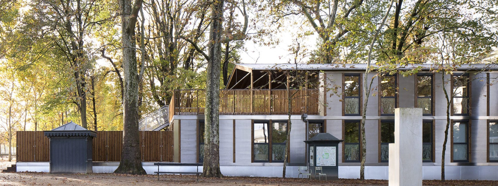 Modular and nomadic building by Djuric Tardio architectes