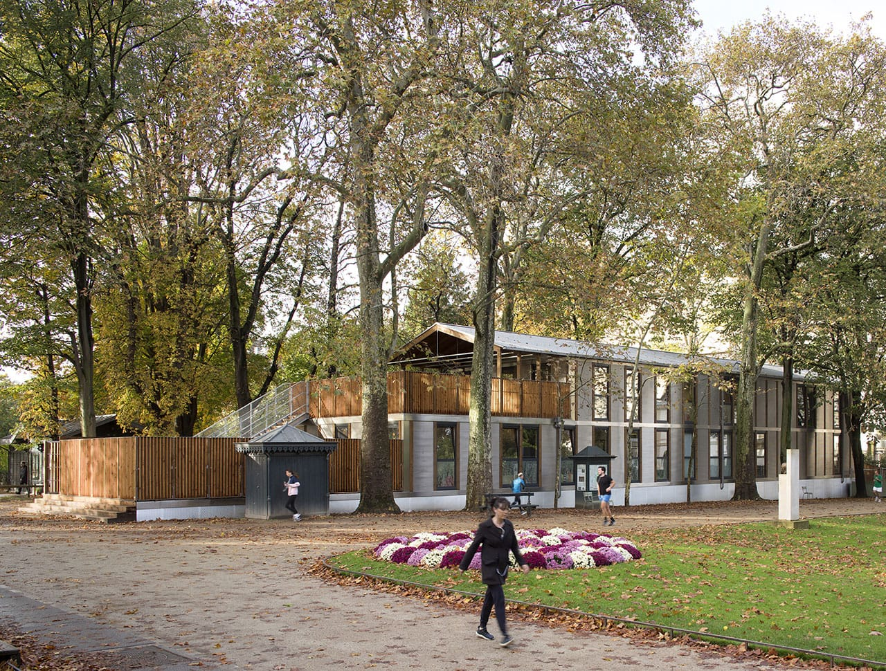 Modular and nomadic building by Djuric Tardio architectes