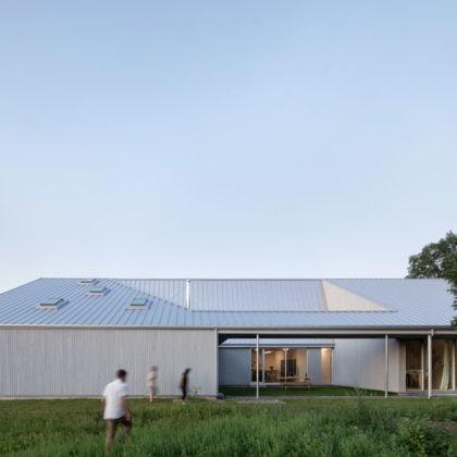 Centre Est-Nord-Est, artist residence by Bourgeois / Lechasseur architectes