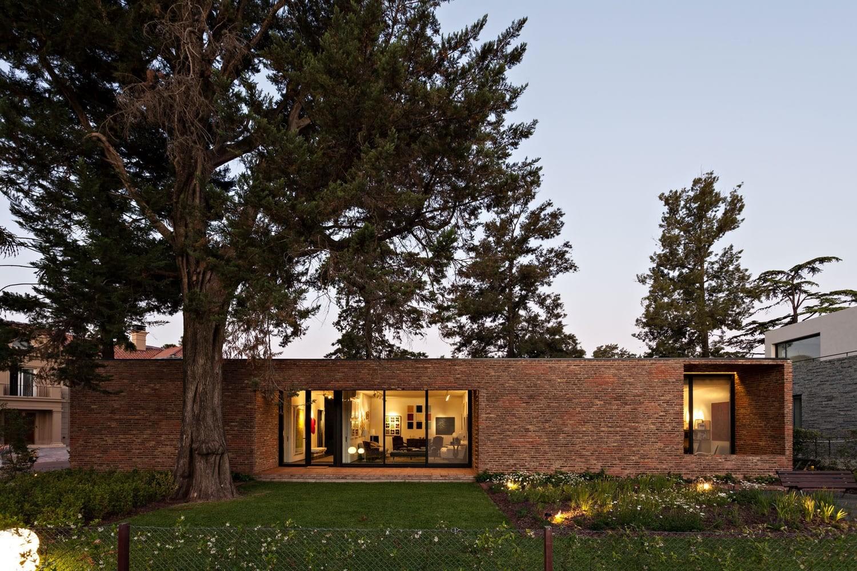 Gallery House by Alric Galindez Arquitectos