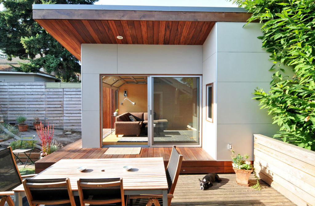 Seattle Backyard Office by Fivedot