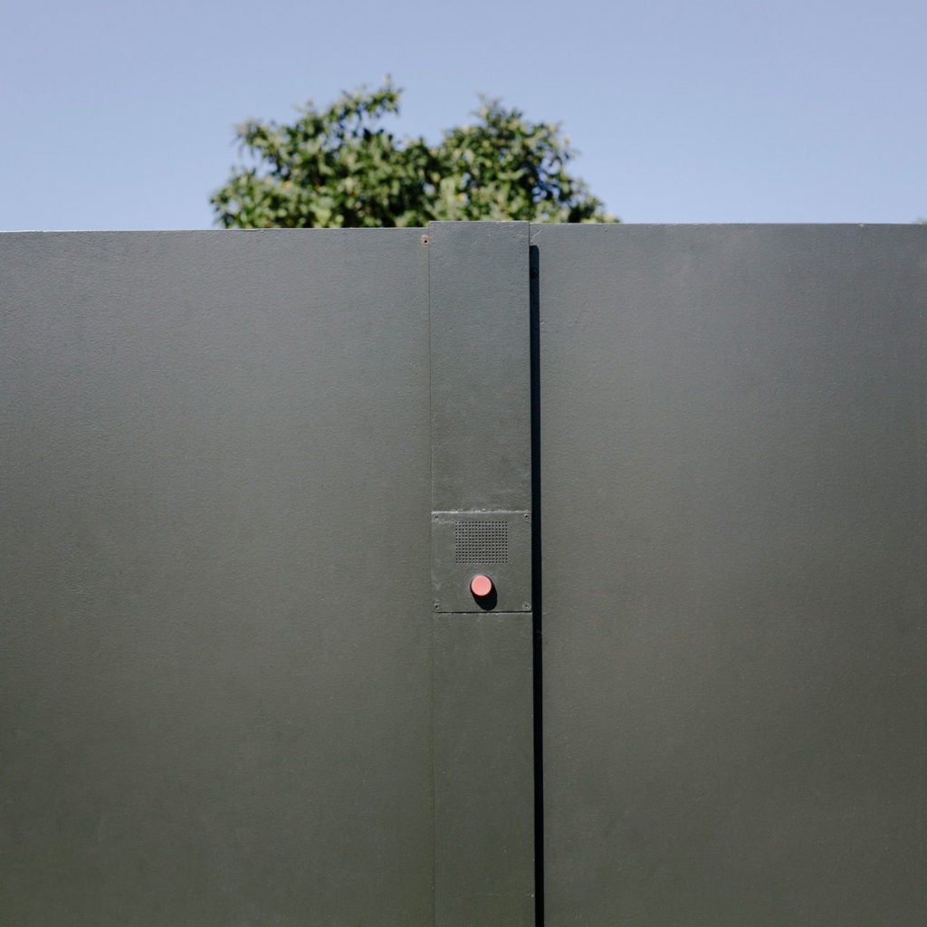 Minimalist doorbell