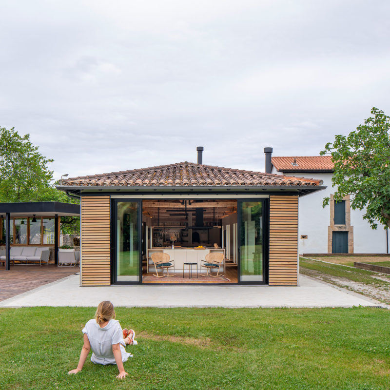 House in Güemes, conversion of stable into house