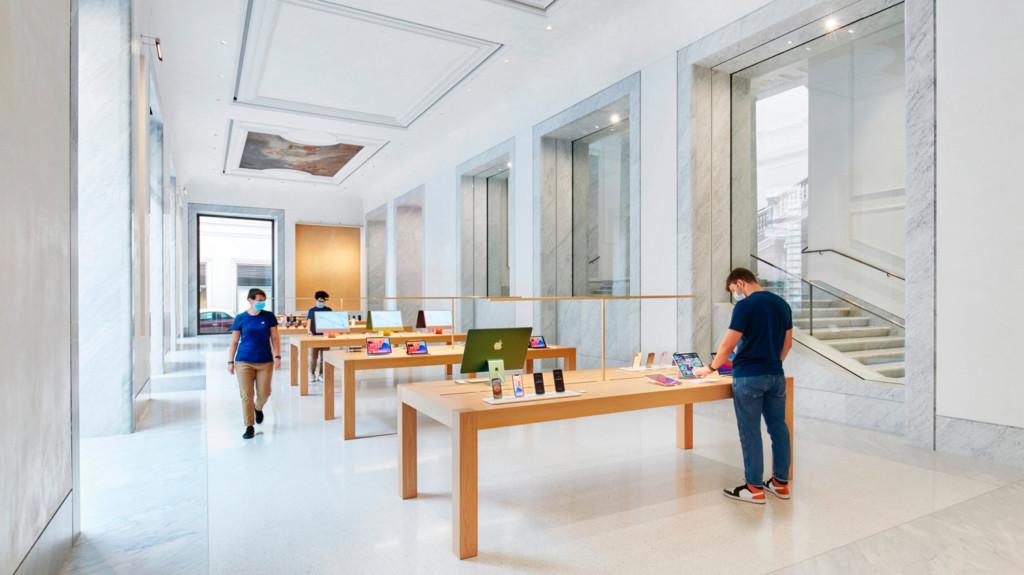 Apple Via Del Corso opens in the heart of historic Rome
